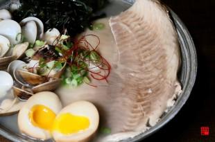 台中大里美食/超浮誇巨無霸鯛魚拉麵!還有鱸魚可選 大塊魚肉塞滿半個碗公 內用加麵不用錢、還有8種湯頭任選
