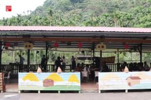 雲林古坑美食/情人橋、小天梯下的秘境餐廳!天秀山莊吃椒麻咖啡雞腿、鹽酥甘蔗蜂