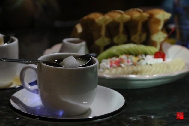 雲林古坑美食/開到半夜兩點的深夜仙地咖啡廳!必喝招牌火焰咖啡、金箔拿鐵